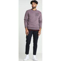 Wood Wood HUGH Bluza purple. Fioletowe bluzy męskie marki Reserved, l, z bawełny. Za 589,00 zł.