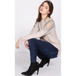 Swetry klasyczne damskie: Beżowy Sweter Comply