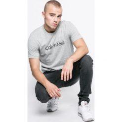 Calvin Klein Underwear - T-shirt piżamowy. Szare t-shirty męskie z nadrukiem marki Calvin Klein Underwear, s, z bawełny, z okrągłym kołnierzem. W wyprzedaży za 119,90 zł.