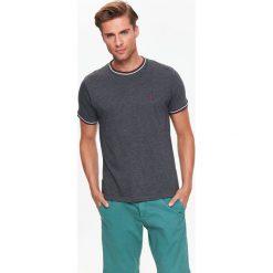 T-SHIRT KRÓTKI RĘKAW MĘSKI GŁADKI. Szare t-shirty męskie marki Top Secret, w ażurowe wzory. Za 19,99 zł.