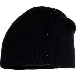 Czapki damskie: Czarna czapka z perełkami QUIOSQUE