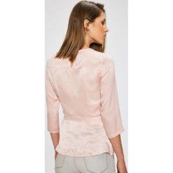 Trendyol - Bluzka. Szare bluzki z odkrytymi ramionami Trendyol, z poliesteru, casualowe, z okrągłym kołnierzem. W wyprzedaży za 69,90 zł.