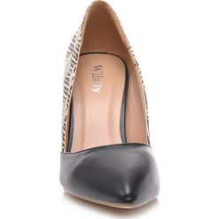 Stylowe czółenka damskie. Czarne buty ślubne damskie Wilady, z materiału, na obcasie. Za 64,50 zł.
