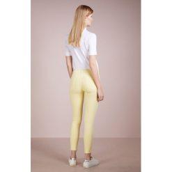7 for all mankind SKINNY CROP Jeans Skinny Fit honey. Żółte boyfriendy damskie 7 for all mankind, z bawełny. W wyprzedaży za 403,60 zł.