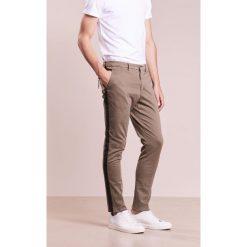 Spodnie męskie: The Editor Chinosy beige