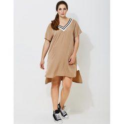 Długie sukienki: Rozkloszowana sukienka, dekolt w serek, krótki rękaw