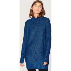 Długi sweter z półgolfem - Granatowy. Niebieskie swetry klasyczne damskie Mohito, l. Za 129,99 zł.