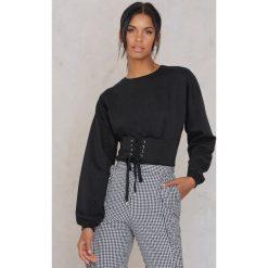 Rut&Circle Bluza z podkreśloną talią Elina - Black. Zielone bluzy damskie marki Rut&Circle, z dzianiny, z okrągłym kołnierzem. W wyprzedaży za 80,98 zł.