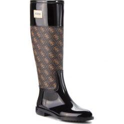 Kalosze GUESS - FLSSY3 RUB11 BROWN. Brązowe buty zimowe damskie marki Guess, z aplikacjami, z materiału, przed kolano. Za 529,00 zł.