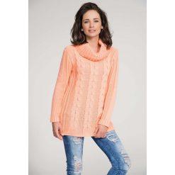 Odzież damska: Morelowy Sweter z Warkoczem z Dużym Golfem