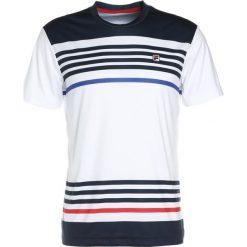 Fila SEKO Koszulka polo white/peacoat blue. Białe koszulki polo marki Fila, m, z materiału. W wyprzedaży za 132,30 zł.