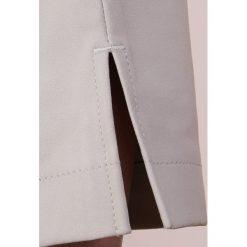 J.LINDEBERG SONNET SPORTY Spodnie skórzane pale grey. Szare spodnie dresowe damskie J.LINDEBERG, z materiału. W wyprzedaży za 908,55 zł.