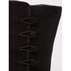 Dorothy Perkins Kozaki black. Czarne buty zimowe damskie Dorothy Perkins, z materiału. W wyprzedaży za 207,35 zł.