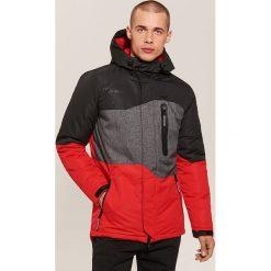 Sportowa kurtka z kapturem - Czerwony. Czarne kurtki sportowe męskie marki House, l, z nadrukiem. Za 299,99 zł.