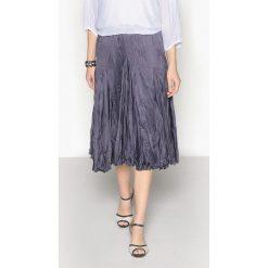 Długie spódnice: Szeroka, satynowa plisowana spódnica gnieciona