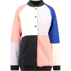 Swetry damskie: Levi's® Line 8 L8 PATCHED VARSITY JACKET Bluza rozpinana bright white/jet black/desert flower/purple heather