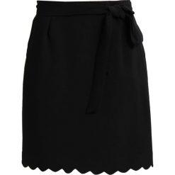 Spódniczki trapezowe: Cortefiel BAJO ONDAS Spódnica trapezowa black