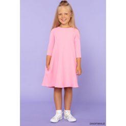 Sukienka trapezowa, model 24, różowy. Czerwone sukienki dziewczęce z falbanami Pakamera, z tkaniny, eleganckie. Za 89,00 zł.
