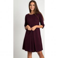 Sukienka w kolorze wina z rozcięciem QUIOSQUE. Czarne sukienki dzianinowe QUIOSQUE, z długim rękawem, mini. Za 219,99 zł.