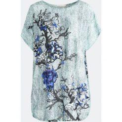Jasnoniebieski T-shirt People-Pleaser. Niebieskie bluzki damskie Born2be, l. Za 19,99 zł.