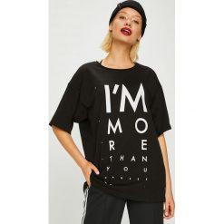Answear - Top Manifest Your Style I;m More Than You Can See. Czarne topy damskie marki ANSWEAR, l, z nadrukiem, z bawełny, z okrągłym kołnierzem. W wyprzedaży za 69,90 zł.