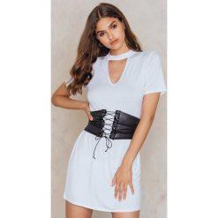 Sukienki hiszpanki: Boohoo Sukienka gorsetowa typu T-Shirt – White