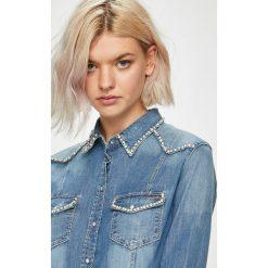 Guess Jeans - Koszula Lalima. Szare koszule jeansowe damskie Guess Jeans, l, z aplikacjami, casualowe, z klasycznym kołnierzykiem, z długim rękawem. Za 459,90 zł.