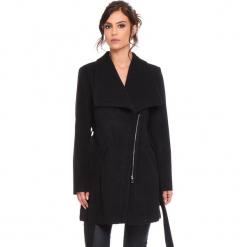 """Płaszcz """"Cindy"""" w kolorze czarnym. Czarne płaszcze damskie marki Cosy Winter, s, w paski, z tkaniny. W wyprzedaży za 227,95 zł."""