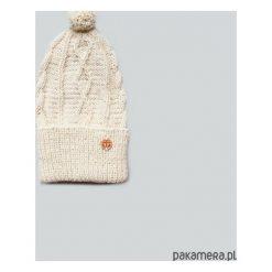 Wywijana kremowa czapka z wełny alpaki. Białe czapki zimowe damskie Pakamera, z wełny. Za 120,00 zł.