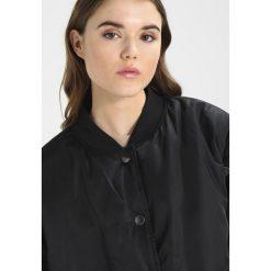 Płaszcze damskie pastelowe: Ivy Park BADGE LOGO PATCH JACKET Krótki płaszcz black
