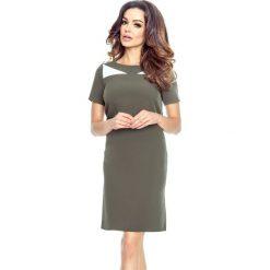 NADIA - klasyczna prosta sukienka z rozporkami na bokach khaki. Brązowe sukienki balowe Bergamo, do pracy, z klasycznym kołnierzykiem, z krótkim rękawem, midi. Za 139,99 zł.