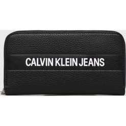 Calvin Klein Jeans - Portfel. Czarne portfele damskie Calvin Klein Jeans, z jeansu. Za 299,90 zł.