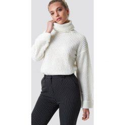 NA-KD Krótki sweter - White,Offwhite. Białe golfy damskie NA-KD, z dzianiny, z krótkim rękawem. Za 113,00 zł.