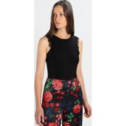Patrizia Pepe Tshirt z nadrukiem black. Czarne t-shirty damskie marki Patrizia Pepe, z nadrukiem, z elastanu. W wyprzedaży za 455,20 zł.
