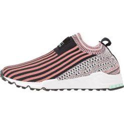Adidas Originals EQT SUPPORT Półbuty wsuwane core black/tactile pink/footwear white. Czerwone półbuty damskie skórzane adidas Originals, na niskim obcasie. Za 499,00 zł.