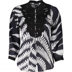 Bluzka w kolorze biało-czarnym. Białe bluzki damskie marki Just Cavalli, Calvin Klein, Lee, ze stójką. W wyprzedaży za 969,95 zł.