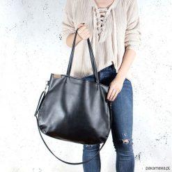 Pacco bag torebka czarna na zamek miejska vegan. Czarne torebki klasyczne damskie Pakamera, w paski. Za 170,00 zł.