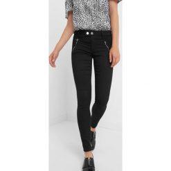 Spodnie skinny z zamkami. Czarne rurki damskie marki Orsay, xs, z bawełny, z dekoltem na plecach. Za 129,99 zł.