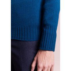Drumohr Sweter blue. Białe swetry klasyczne męskie marki Bambi, l, z nadrukiem, z okrągłym kołnierzem. W wyprzedaży za 499,95 zł.