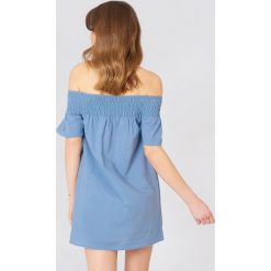 Debiflue x NA-KD Sukienka z odkrytymi ramionami - Blue. Zielone sukienki mini marki Emilie Briting x NA-KD, l. Za 133,95 zł.