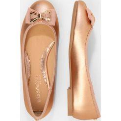 Baleriny damskie lakierowane: Head over Heels by Dune HAZE Baleriny rose gold