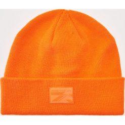 Czapka z aplikacją - Pomarańczo. Pomarańczowe czapki zimowe męskie marki House, z aplikacjami. Za 29,99 zł.