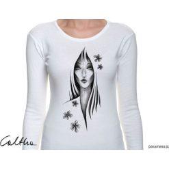 Kwiaty - damska koszulka z długim rękawem. Białe bluzki damskie Pakamera, w kwiaty, z długim rękawem. Za 79,00 zł.