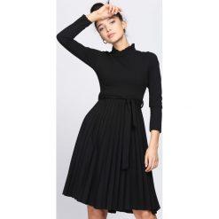 Czarna Sukienka Forever. Czarne sukienki marki Born2be, s, z elastanu, midi. Za 99,99 zł.