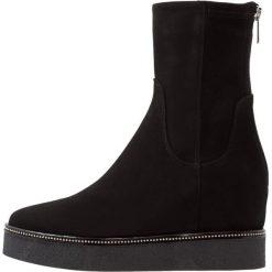 MA&LO Kozaki na platformie amalfi nero. Czarne buty zimowe damskie marki Kazar, z futra, przed kolano, na wysokim obcasie, na koturnie. Za 1009,00 zł.