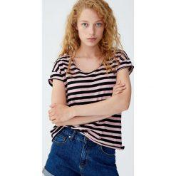 Koszulka basic w paski z nieobrębionym brzegiem. Czarne t-shirty damskie Pull&Bear, w paski. Za 24,90 zł.