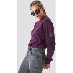 NA-KD Bluza z wyszywanymi różami na rękawach - Purple. Fioletowe bluzy rozpinane damskie NA-KD, długie. Za 133,95 zł.