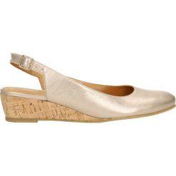 Czółenka JENA. Brązowe buty ślubne damskie Gino Rossi, ze skóry, na niskim obcasie, na koturnie. Za 229,90 zł.