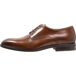 KIOMI Eleganckie buty cognac. Brązowe buty wizytowe męskie marki KIOMI, z materiału, na sznurówki. Za 379,00 zł.