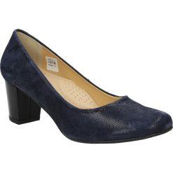 Czółenka skórzane na słupku Casu 2030. Brązowe buty ślubne damskie marki bonprix, na obcasie. Za 179,99 zł.